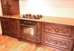 Meble rzeźbione do kuchni stylowej