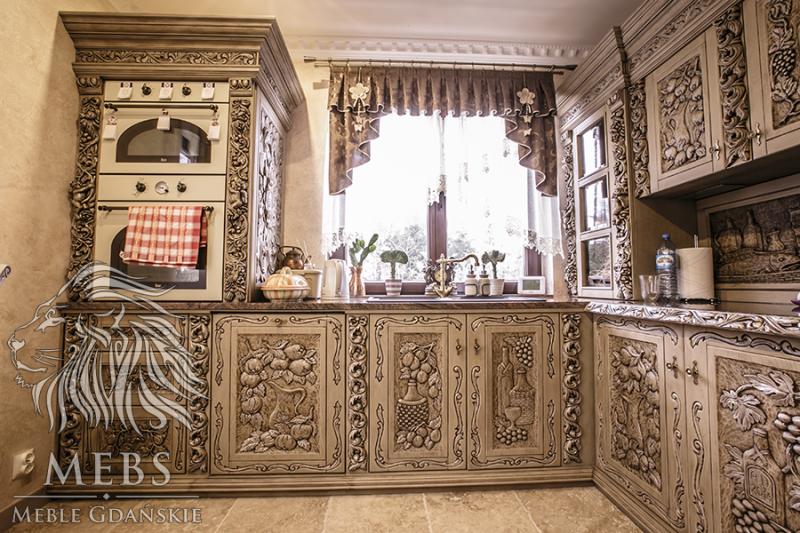 Kuchnia drewniana stylizowana na stare