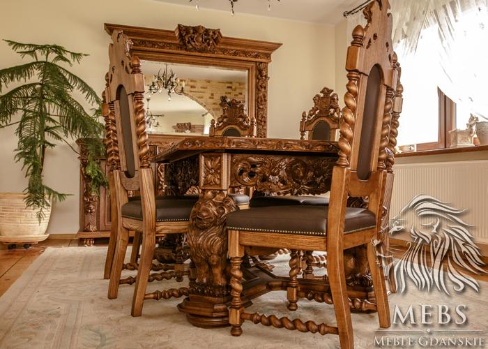 Tische für die Stühle