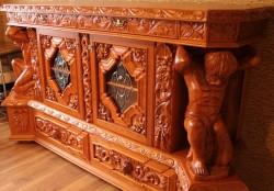 Meble rzeźbione w starym stylu