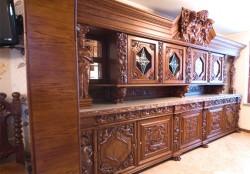 Meble rzeźbione do kuchni w starym stylu