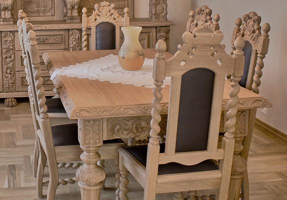 Krzesło w starym stylu do jadalni