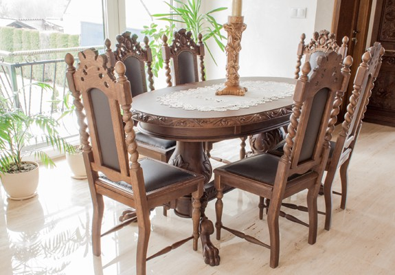 Krzesło w starym stylu