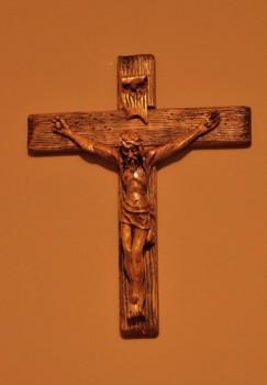 Krzyż rzeźbiony ręcznie