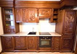 Rzeźbiona kuchnia w starym stylu