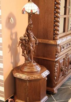 Lampka z witrażem rzeźbiona