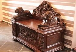 Dębowa skrzynia gdańska z lwami