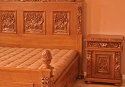 Łóżko rzeźbione w starym stylu