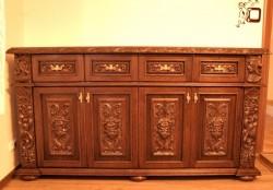 Stylizowana komoda drewniana