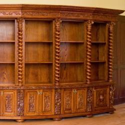 Biblioteka stylowa z półkami rzeźbionymi ręcznie
