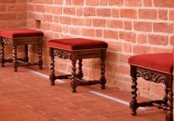 Taborety i krzesła do prezbiterium