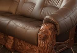 Sofa rzeźbiona w starym stylu