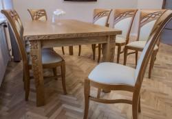 krzesła stylizowane drewniane