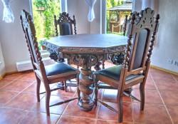 Stół z krzesłami do jadalni