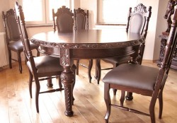 wyposażenie jadalni w stół z krzesłami