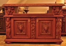 Rzeźbiona komoda do pokoju dziennego