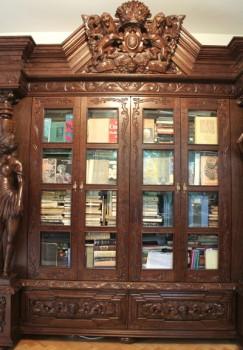 Rzeźbiona biblioteka do gabinetu