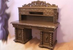 Biurko rzeźbione z nadstawką na dokumenty