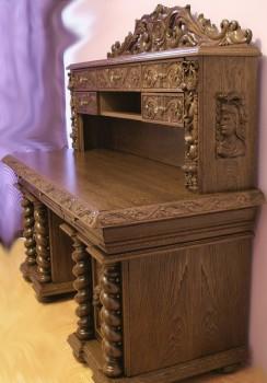 Biurko rzeźbione z sekretarzykiem