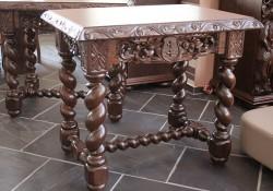 Stolik rzeźbiony do prezbiterium