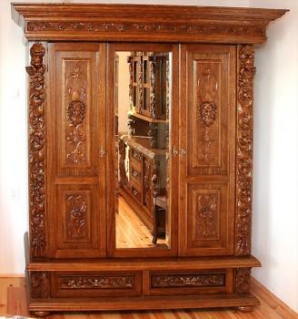 Szafy trzydrzwiowe rzeźbione ręcznie stylizowane na stare meble gdańskie