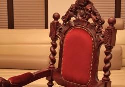 Fotel w starym stylu do Kościoła