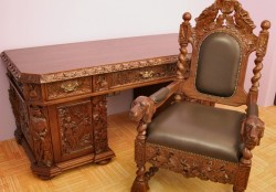 Biurko i fotel w stylu myśliwskim